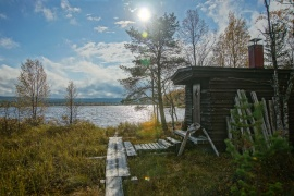 Sauna by Äkäs-lake.jpg